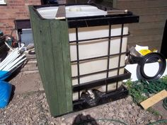 1000 litre IBC water tank (reclaimed pallet timber project).