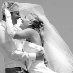 Bruid en bruidegom.  Ook een mooie trouwreportage? www.hanenhannekefotografen.nl