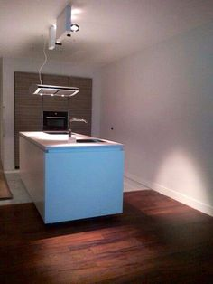 Comprex Forma mat gelakt en houtkleurige kolomkasten ingebouwd in de muur, Silestone werkblad | Art Design Keukens | Rotterdam