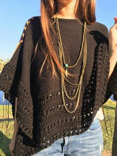 Poncho Shawl, Knitted Poncho, Crochet Cardigan, Crochet Scarves, Crochet Shawl, Crochet Clothes, Knitted Hats, Love Crochet, Diy Crochet