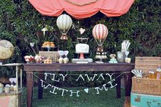 I was surfing the net for party ideas -found this adorable hot air ballon sweet table- surprise it was designed by a very talented friend of mine! it-s-party-time Unique Bridal Shower Gifts, Travel Party, Travel Theme Parties, Dessert Buffet, Dessert Tables, Candy Buffet, Dessert Party, Dinner Dessert, Dessert Ideas