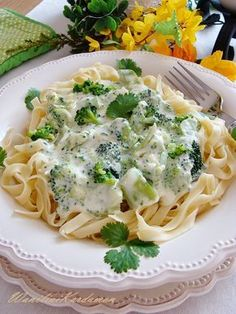 Makaronowe gniazda w brokułowym sosie Vegetarian Recipes, Cooking Recipes, Healthy Recipes, Helathy Food, Clean Eating, Healthy Eating, Good Food, Yummy Food, Food Porn