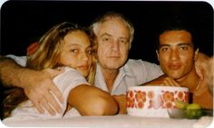 Marlon Brando with two of his children, Cheyenne and Teihuto.