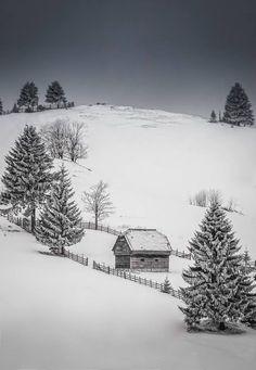 Seara în România Foto: Nicoleta Tatiana Grădinaru #romaniaazi #romania #iarna #zapada #munte Snow, Country, Wallpaper, Winter, Outdoor, Travel, Winter Time, Outdoors, Rural Area