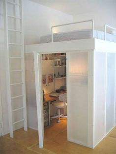 Image: Apartment Therapy Building a loft is a great way to add more room to small spaces. Whether you're in an apartment, regular house or cabin. Elevating your sleeping area creates more spa… Awesome Bedrooms, Cool Rooms, Awesome Beds, Dream Rooms, Dream Bedroom, Bedroom Loft, Loft Room, Loft Bed Desk, Bunk Bed With Desk