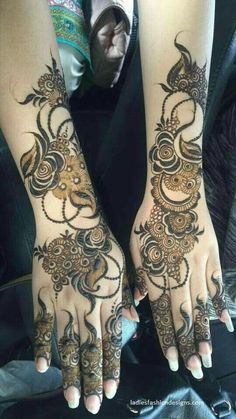 Mehndi henna designs are always searchable by Pakistani women and girls. Women, girls and also kids apply henna on their hands, feet and also on neck to look more gorgeous and traditional. Engagement Mehndi Designs, Latest Bridal Mehndi Designs, Mehndi Designs For Girls, Wedding Mehndi Designs, Latest Mehndi Designs, Back Hand Mehndi Designs, Henna Flower Designs, Modern Henna Designs, Henna Designs Feet