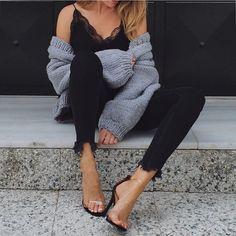 """5,851 """"Μου αρέσει!"""", 197 σχόλια - M  A  R  G  A  R  I  T  A 🥀 (@ritamargari) στο Instagram: """"Casual.... but not..... with these heels 😉  #shoes @simmishoes  #jeans and cami by #zara #newseason…"""""""
