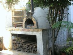Wood fired pizza oven - block base and brick top Wood Oven Pizza, Pizza Oven Outdoor, Pizza Ovens, Wood Fired Oven, Wood Fired Pizza, Woodfired Pizza Oven, Modern Ovens, Fire Pit Bbq, Oven Design