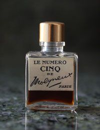 Le Numero Cinq by Molyneux  1925 This is the photo I used to create my bookmarks.