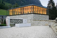Schneider & Lengauer arquitectos: Cementerio + estela habitación hopfgarten