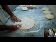 Receita de massa de pizza Look And Cook, Calzone, Bread Recipes, Cooking, Youtube Youtube, Best Pizza Dough, How To Make Batter, Finger Food Recipes, Meat Recipes