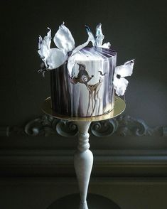 Each cake is not the same parcel of art, with a distinctive style and theme. To begin with, the best method to go for is designing a cake with their f. Unique Cakes, Creative Cakes, Beautiful Cakes, Amazing Cakes, Fantasy Cake, Hand Painted Cakes, Just Cakes, Cake Pictures, Novelty Cakes