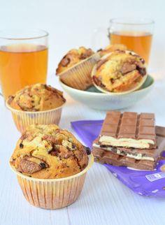 Vorige week bakte ik deze MEGA lekkere Milka chocolade muffins en vandaag staat het recept al online link in profiel! by laurasbakery Baking Cupcakes, Cupcake Cakes, Köstliche Desserts, Delicious Desserts, Baking Bad, Nutella Muffins, Food Obsession, Cake Cookies, Love Food