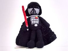 Make your own awesome Darth Vader amigurumi doll with this free crochet pattern! : Make your own awesome Darth Vader amigurumi doll with this free crochet pattern! It'd make a cool gift for any Star Wars fan. The dark side has never looked so cute! Plushie Patterns, Crochet Amigurumi Free Patterns, Crochet Dolls, Amigurumi Tutorial, Knitted Dolls, Star Wars Crochet, Crochet Stars, Crochet Gratis, Free Crochet