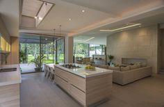CASA EG: Cocinas de estilo Moderno por ROMERO DE LA MORA