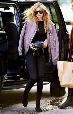 Gigi Hadid wears a black top, bomber jacket, skinny jeans, and thigh-high boots Kendall Jenner Gigi Hadid, Gigi Hadid And Zayn, Gigi Hadid Outfits, Gigi Hadid Style, Kylie, Forever 21 Outfits, Kooples, Stylish Couple, Zara