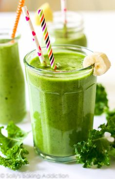 A simple 4 ingredient, incredibly thick green smoothie filled with healthy produce and leaving you energized. And it actually tastes good! Nutritious Smoothies, Healthy Green Smoothies, Green Smoothie Recipes, Fruit Smoothies, Toddler Smoothies, Tropikale Smoothie Recipe, Smoothie Ingredients, Smoothie Diet, Smoothie Drinks