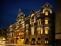 """Built in 1886 the """"haunted"""" Driskill Hotel in Austin is famous for its ghosts. The most haunted hotel in Texas -- perhaps the U. Haunted Hotel, Most Haunted, Haunted Places, Spooky Places, Abandoned Places, Austin Texas, Texas Usa, Austin Downtown, Texas Pride"""