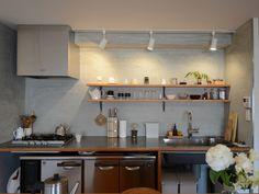 Sobaboloさんのキッチンの壁材『壁面をモルタルで仕上げたキッチン』(5739-1)
