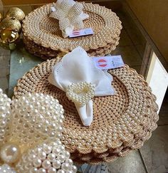 Rope Crafts, Burlap Crafts, Burlap Wreath, Diy And Crafts, Filet Crochet, Diy Crochet, Crochet Doilies, Crochet Placemat Patterns, Baby Shoes Pattern