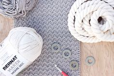 """This free crochet bag pattern for beginners is deceptively simple. Neutral colors and a beautiful texture combine in the perfect modern tote or oversized purse. Click for the full """"Suzette"""" stitch tutorial and free bag pattern using Bernat Maker Home Dec yarn. 