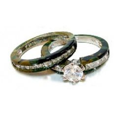 His And Hers Camo Wedding Ring Sets - It can be hard to come up with new ideas all of the time, especially when it looks l Redneck Wedding Rings, Camouflage Wedding Rings, Camo Wedding Bands, Hunting Wedding Rings, Camo Rings, Wedding Bands For Her, Wedding Ring For Him, Cheap Wedding Rings, Wedding Ring Styles