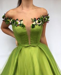 Parisan Magenta TMD Gown Details – Green color – Tulle and Taft fabric – Handmade embroidered flowers – Ball-gown style – Party and Evening dress Evening Dresses, Prom Dresses, Formal Dresses, Beautiful Gowns, Beautiful Outfits, Elegant Dresses, Pretty Dresses, Mode Inspiration, Dream Dress