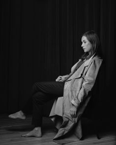 Picture of Isabelle Huppert Isabelle Huppert, Air France, Rester Simple, Michael Haneke, Celebrity Portraits, French Actress, Girl Poses, Painting Inspiration, Black And White