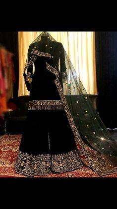Pakistani Fashion Party Wear, Pakistani Dresses Casual, Indian Gowns Dresses, Indian Fashion Dresses, Pakistani Dress Design, Indian Designer Outfits, Black Pakistani Dress, Pakistani Clothing, Indian Designers