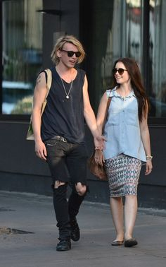 lily collins and jamie campbell bower the mortal instruments on set photos   Lily Collins with Jamie Campbell Bower   Celebrity-gossip.net