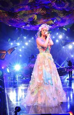 I love your dress so much Katy i love you. And you are the best singer in the world
