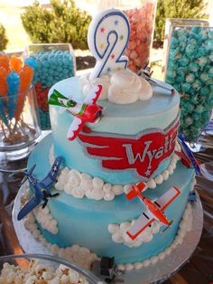 Planes birthday cake - I know a little boy who would LOVE this! Planes Birthday Cake, Disney Planes Birthday, 2 Birthday Cake, Birthday Parties, Birthday Ideas, 4th Birthday, Cupcake Party, Party Cakes, Cupcake Cakes