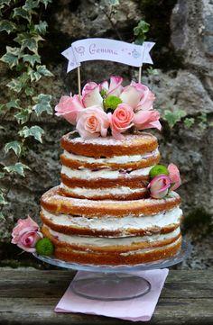 Era da un pò di tempo che volevo provare a realizzare una naked cake, la nuova tendenza che arriva dagli Stati Uniti. Si tratta di una torta &qout;nuda&qout;, non ricoperta, che lascia apparire gli strati di torta e crema, di solito nascosti sotto la pasta di zucchero o la crema al burro, spesso decorata con…
