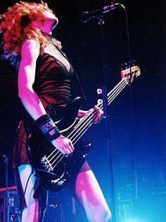 Melissa auf der Maur - bass player - www.vinuesavallasycercados.com