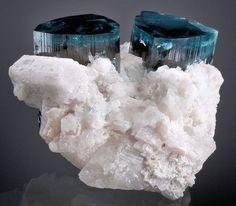 """Tourmaline Bleue """"Indigolite"""" (pièce de musée)"""