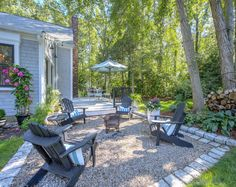 Backyard Ideas. Relaxing and simple backyard ideas. How to create a relaxing backyard on a budget. #Backyard #BackyardBudget #BackyardIdeas #RelaxingBackyard Sotheby's Homes.