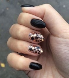 Marvelous Black Glitter Nail Art Designs to Look Unique on Parties 💙 💙 💙 🌟🌟 🙏🏻 👍🏻 For more styles like this. Black Glitter Nail Art Designs to Look Unique on Parties 💙 💙 💙 🌟🌟 🙏🏻 👍🏻 For more styles like this. Nagellack Design, Nagellack Trends, Black Nails With Glitter, Glitter Nail Art, Gold Glitter, Glitter Eye, Black Nail Designs, Nail Art Designs, Nails Design
