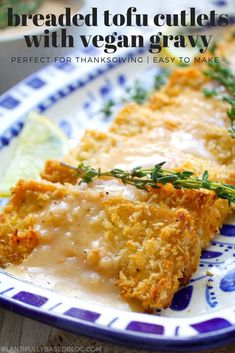 Breaded Tofu Cutlets with Vegan Gravy Healthy Vegan Snacks, Vegan Foods, Vegetarian Recipes, Healthy Recipes, Vegetarian Cooking, Recipes With Tofu Vegan, Vegan Meals, Tofu Dinner Recipes, Tofu Meals