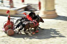 la vraie vie des Romains : les courses de chars (Puy Du Fou)