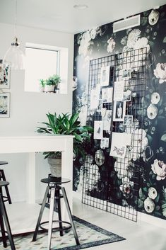 GORG wallpaper for an accent wall! Black And White Interior Design Black And White Interior, White Interior Design, Interior And Exterior, Black White, Black And White Office, Big Black, Interior Doors, Apartment Inspiration, Interior Inspiration