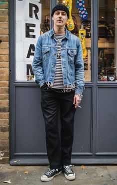 See the latest men's street style photography at FashionBeans. Browse through our street style gallery today - updated weekly. Men's Street Style Photography, Denim Fashion, Fashion Outfits, Style Fashion, Mein Style, Outfits With Converse, Converse Style, Fashion Gallery, Mens Clothing Styles