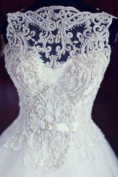 This dress is BEAUTIFUL!!!!! Featured Wedding: Gen & Ian - Wedding Articles - BridalBook.ph