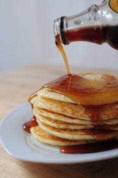 Pancakes rapidesTIP TOP! avec du sirop d erable un vrai gout des US au pti dej' ! ai doublé levure.
