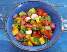This simple peach salsa is perfect for summer barbecues, parties and picnics! It goes really well with grilled fish and even kids love it (without Peach Salsa, Summer Barbecue, Grilled Fish, Barbecues, Fruit Salad, Mexican Food Recipes, Spicy, Picnic, Peach Sauce