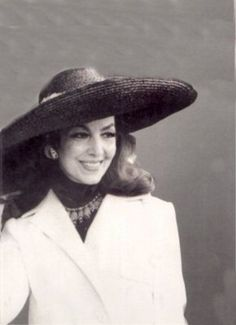 Maria Felix - Image 35 of 74 Divas, Mexico People, Mexican Actress, Classic Actresses, Old Hollywood Glamour, Role Models, Movie Stars, Beautiful Women, Chic