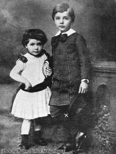 ALBERT EINSTEIN and his younger sister Maria, nicknamed Maja, were very close as children. When World War II broke out in Europe in Maja immigrated to the United States to live with Einstein in Princeton, New Jersey. Young Albert Einstein, Albert Einstein Quotes, Indira Ghandi, Site Bio, Theory Of Relativity, Young Celebrities, Celebs, Childhood Photos, Early Childhood