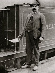 Railway Engine Driver. Characterful portraits of Londoners, believed to be by photographer Donald McLeish (1879-1950), selected from the three volumes of Wonderful London edited by St John Adcock and produced by The Fleetway House in the nineteen-twenties.