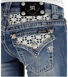 Miss me shorts lace pockets I have jeans like this have to find the shorts this week, loving lace and white right now.  #missmeshorts #missmelacedetailshorts