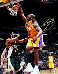 abc650f1e Shaquille O Neal Autographed Los Angeles Lakers 16x20 Photo