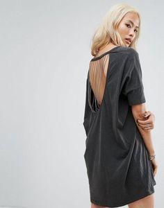 0cc0a8f3ea0 Religion – Legeres T-Shirt-Kleid mit Print von gekreuzten Knochen und  Zierausschnitt mit Querreihe aus Ketten hinten